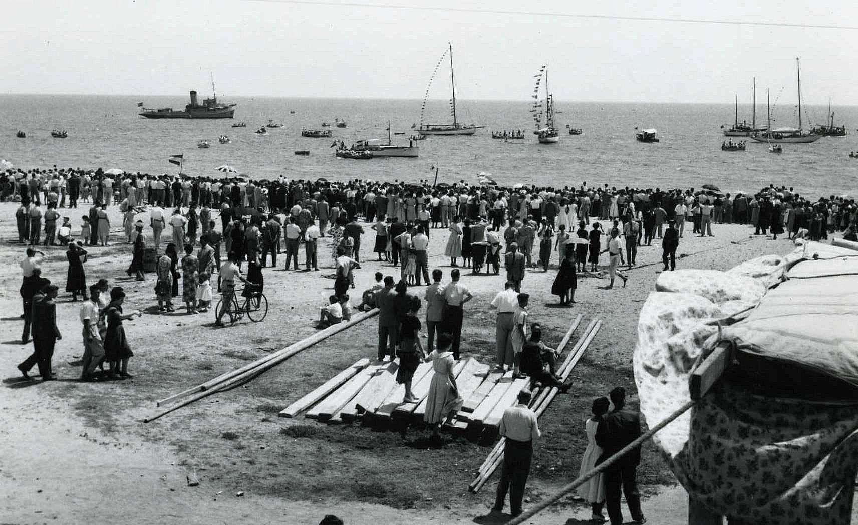 Exposició   Les Santes al mar. 60 anys
