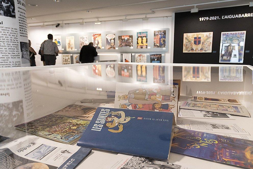 Inaugurada l'exposició de cartells i programes de les Santes: Art i Festa.
