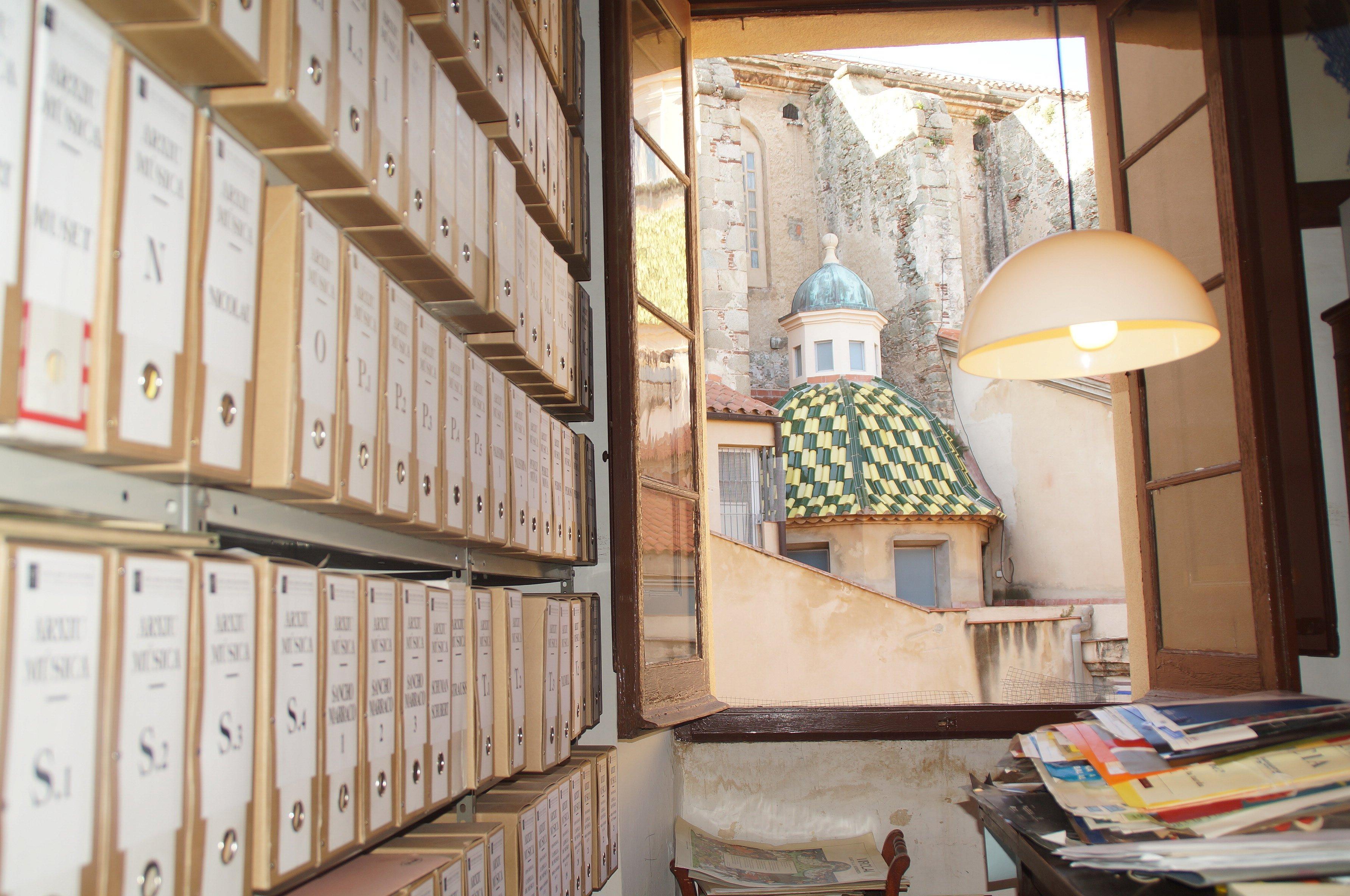 Èxit de la tarda de Portes Obertes a l'arxiu del Museu Arxiu de Santa Maria